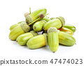a bunch of acorns isolated 47474023