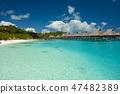 에메랄드 그린의 바다와 리조트 호텔 47482389
