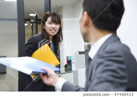 Female employee boss and subordinate business scene 47488413