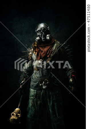 Portrait of a post apocalyptic warrior 47511480