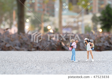 Mini of  Traveler with back pack walking 47523838