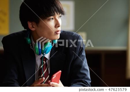 高中生的學校生活時間 47623579