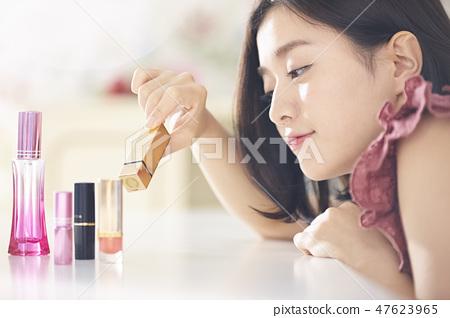 一個化妝的女人 47623965