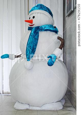 Big snowman 47629150