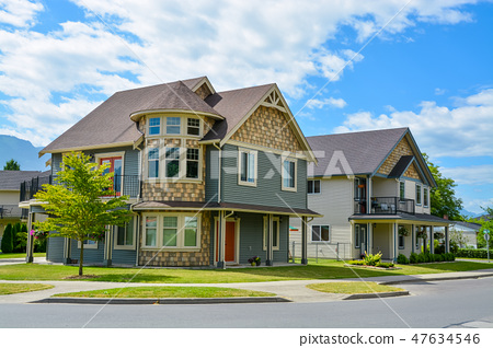 Luxury family house on cloudy, blue sky background in British Columbia, Canada. 47634546