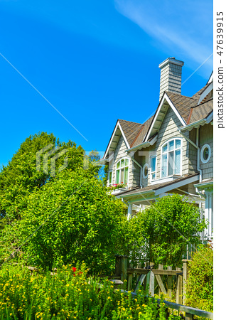 Residential townhouses on sunny day in Vancouver, British Columbia, Canada. 47639915