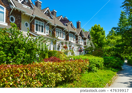 Residential townhouses on sunny day in Vancouver, British Columbia, Canada. 47639917