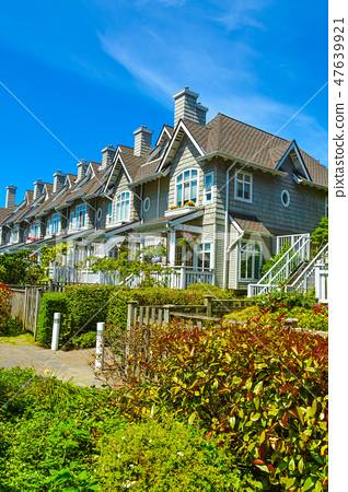 Residential townhouses on sunny day in Vancouver, British Columbia, Canada. 47639921