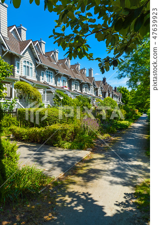 Residential townhouses on sunny day in Vancouver, British Columbia, Canada. 47639923