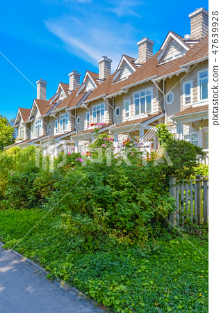 Residential townhouses on sunny day in Vancouver, British Columbia, Canada. 47639928