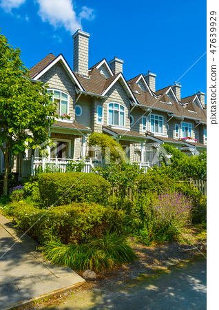 Residential townhouses on sunny day in Vancouver, British Columbia, Canada. 47639929