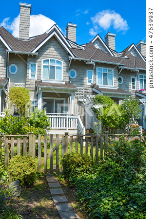 Residential townhouses on sunny day in Vancouver, British Columbia, Canada. 47639937