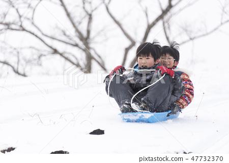 兄弟雪橇雪橇雪橇滑雪冬天 47732370