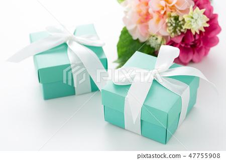 送礼物 47755908