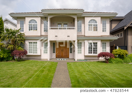 Main entrance of residential house with concrete pathway over the front yard 47828544
