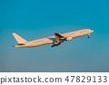 在黃昏的飛機起飛場面 47829133