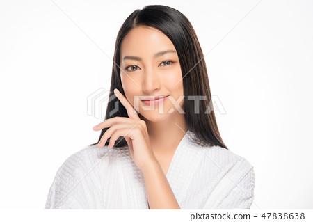 Beautiful Young asian Woman with Clean Fresh Skin 47838638