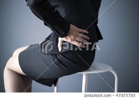 有商業背痛的婦女 47855785