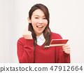 看銀行存摺和做膽量的婦女擺在 47912664