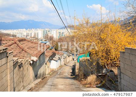 서울의 마지막 달동네 중계동 백사마을과 아파트단지의 대비되는 풍경ㅇ  47917987