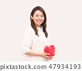 把紅色心臟放的婦女在她的胃上 47934193