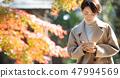 女孩的旅行秋天秋天綠葉旅行圖像 47994569
