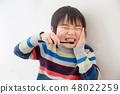 男孩刷牙 48022259