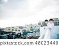 옥상에 늘어선 백의를 입은 남녀 48023449
