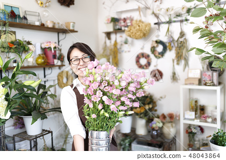 꽃집 아르바이트 이미지 48043864