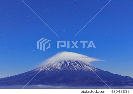 후지산과 구름의 공연 (笠雲 · 운해) 48048858