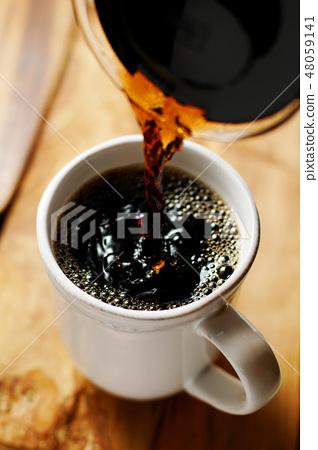 머그컵에 부어 커피 48059141