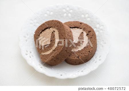 Roll cake 48072572