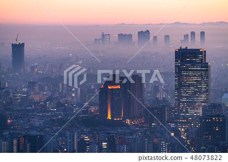"""""""東京都市區""""下雨·東京的夜景被薄霧包圍""""惠比壽地區·武藏武藏的高層公寓小組"""" 48073822"""