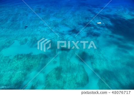"""""""하와이""""와이키키 비치 앞바다의 넓은 바다 """"항공 사진"""" 48076717"""
