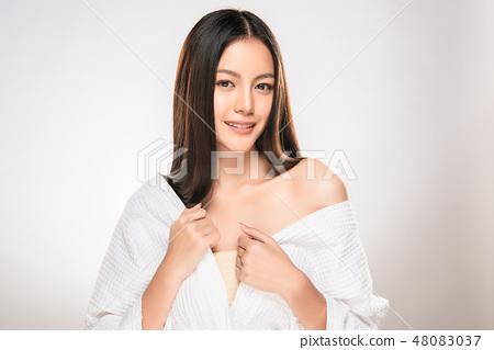 Beautiful Young asian Woman with Clean Fresh Skin 48083037