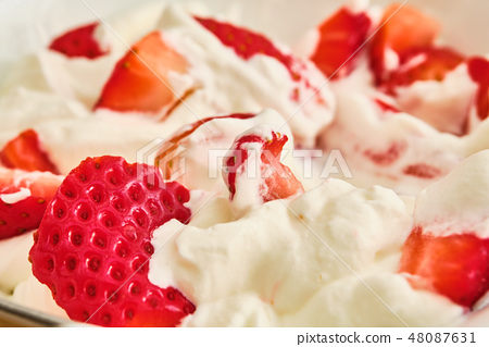 Strawberries with whipped cream 48087631