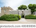 영국 교외의 역사적인 요새의 입구 48089896