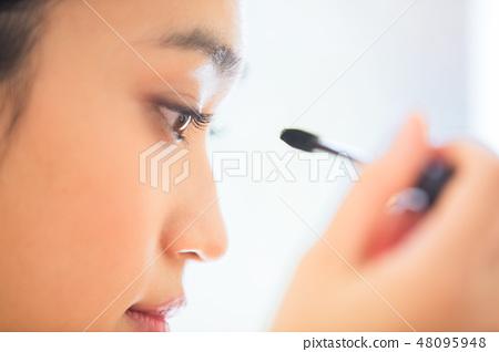 一個化妝的女人 48095948