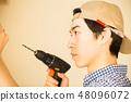 男人享受DIY 48096072