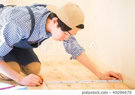 男人享受DIY 48096678