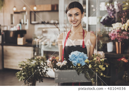 Portrait of beautiful girl florist in flower shop 48104036