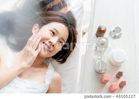 女性美容化妝 48105227