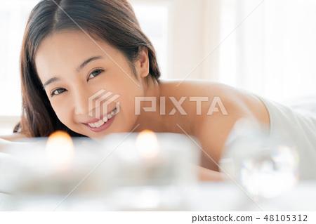여성 휴식 에스테틱 48105312