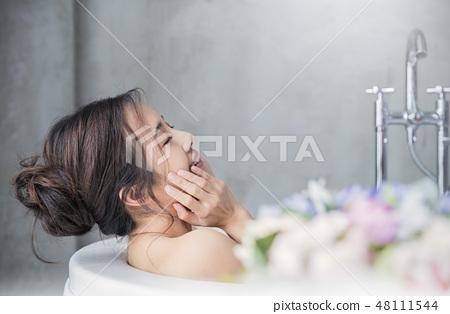 Women beauty 48111544