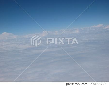 Scenery above the clouds 48122776