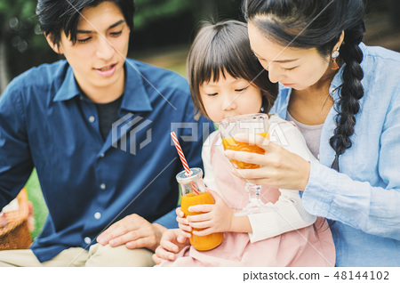 野餐家庭 48144102