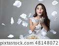 웨딩 드레스를 입은 여성 48148072