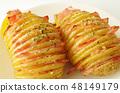 베이컨을 끼운 하셀 백 감자 48149179