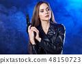 枪 女人 女性 48150723