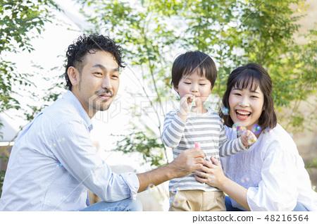 戶外家庭·肥皂泡 48216564